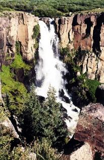 Very nice waterfall.